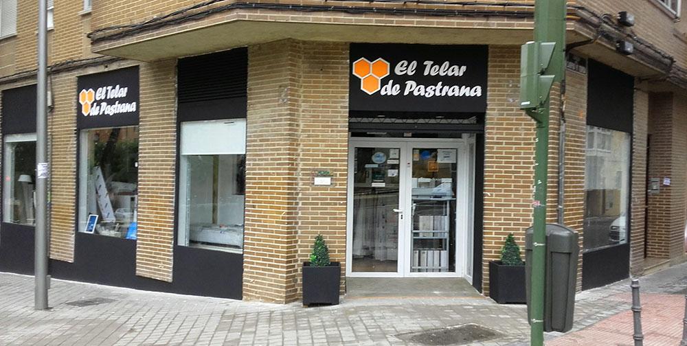 Foto fachada tienda de cortinas, papel pintado, decoración en Madrid